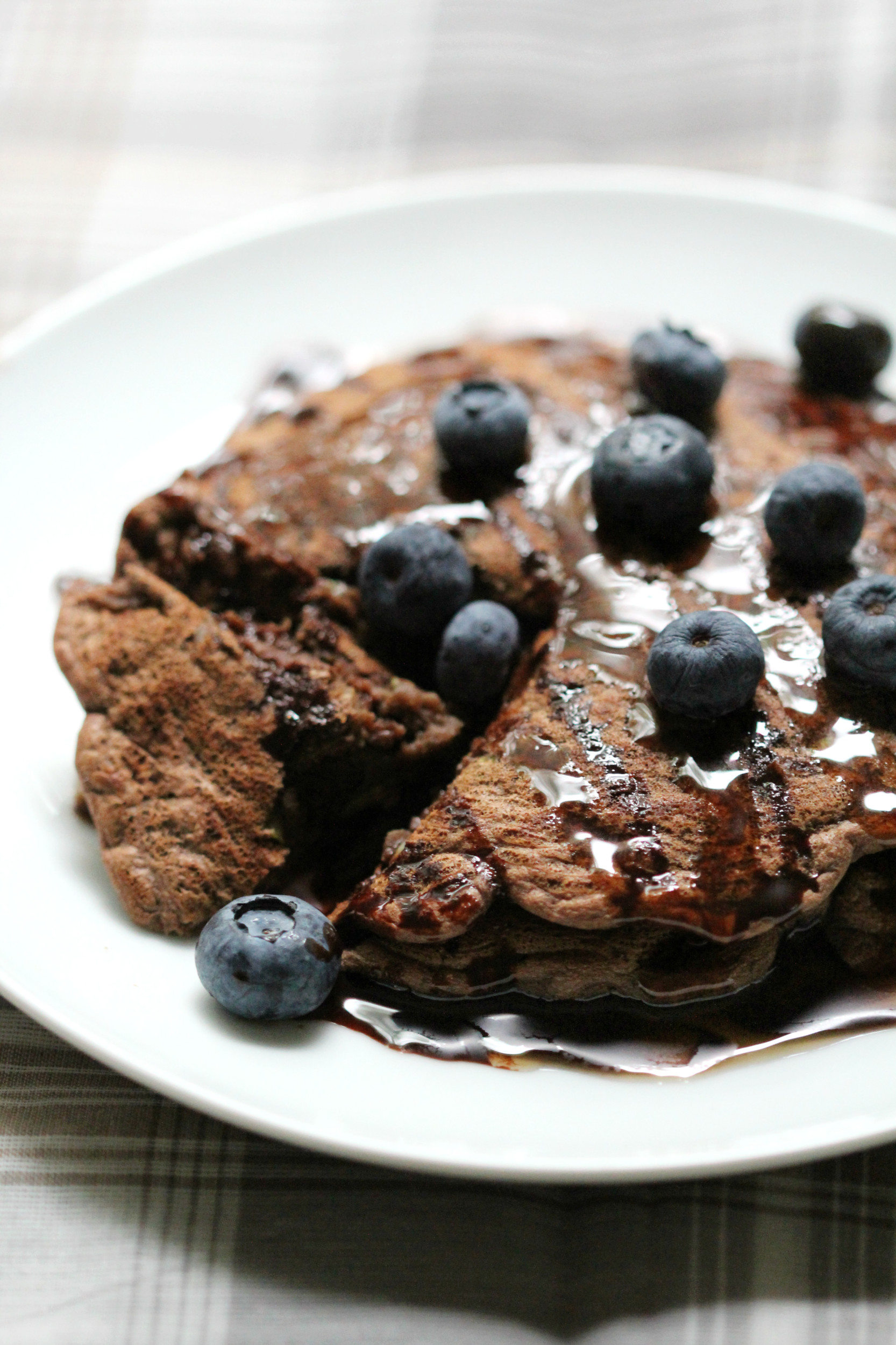 Chocolate-Zucchini-Pancakes-With-Blueberries-2-e1442664401552